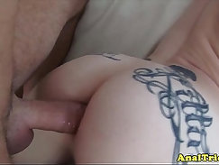 Amateur slut plugs anal for the camera and gets a cumshot