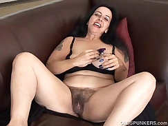 BBW pussy shakes with an old tire on the highway