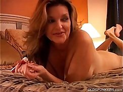 squirting a cute cougar pussy