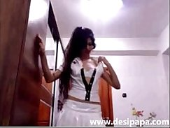 Pretty indian babe fucks in webcam