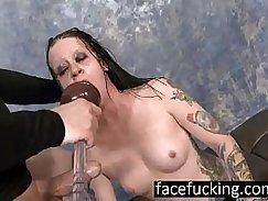 Slutty goth Alysa deep throat and sucks